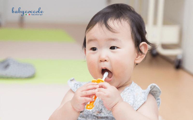 kem đánh răng cho bé 1 tuổi nuốt được